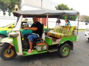 2 astuces efficaces pour ne pas se faire arnaquer par les chauffeurs de taxi en voyage. Black Bedroom Furniture Sets. Home Design Ideas