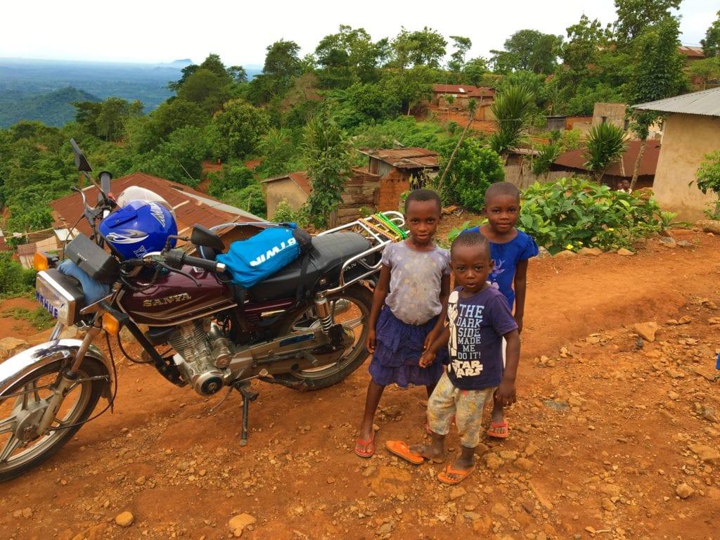 La Moto De Koffi Est En Regle Elle Dispose Dune Plaque Dimmatriculation Et Carte Grise Ce Qui Te Permet Au Besoin Traverser Les Frontieres