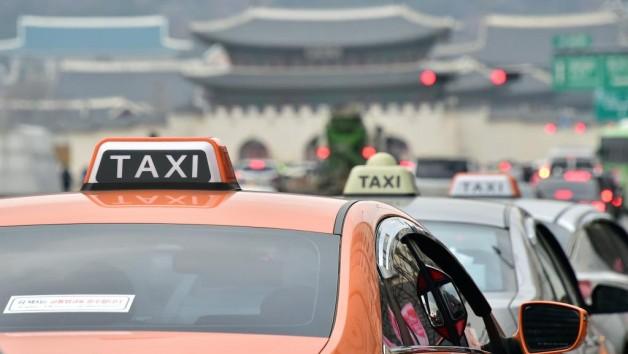 2 astuces efficaces pour ne pas se faire arnaquer par les chauffeurs de taxis, en voyage.