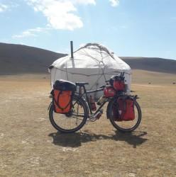 Voyager à vélo au Kirghizistan: l'expérience de Marie.